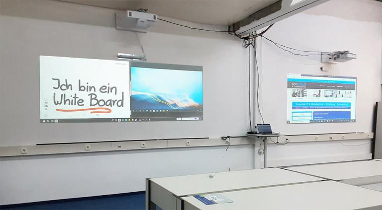 zwei interaktive Kurzdistanzprojektoren nebeneinander